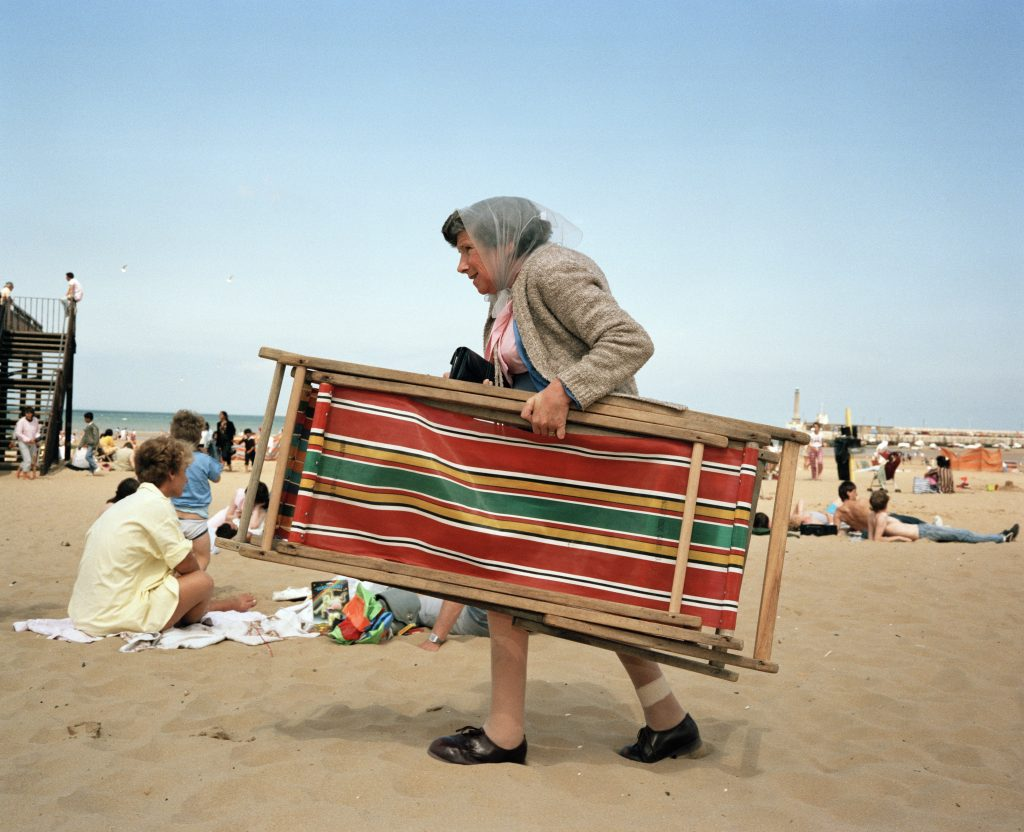 Life's a beach, Martin Parr on display in Livorno | Collater.al