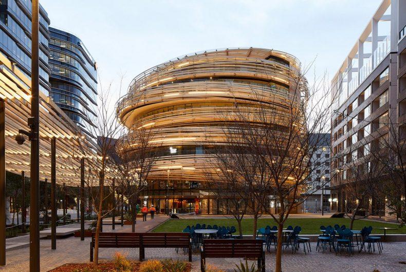 The Exchange, l'edificio avvolto da 20 mila metri di legno