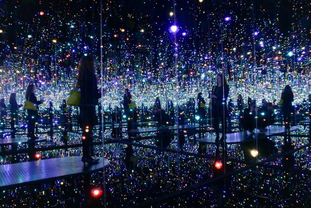 Le Infinity Room di Yayoi Kusama alla Tate Modern | Collater.al