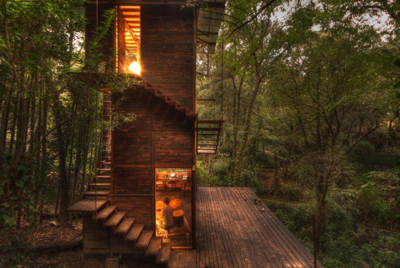 Casa Flotante, la casa-albero immersa nella natura