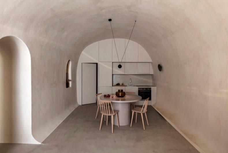 Two Residences in Fira, la grotta di Santorini trasformata in casa