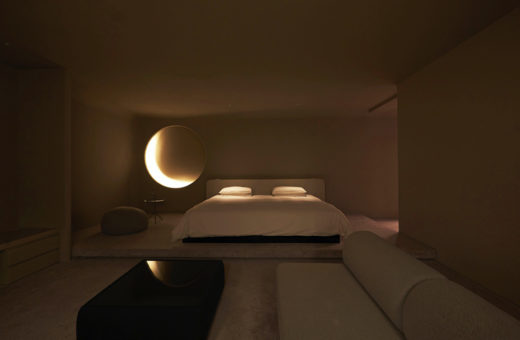 Hotel rooms that simulate natural landscapes