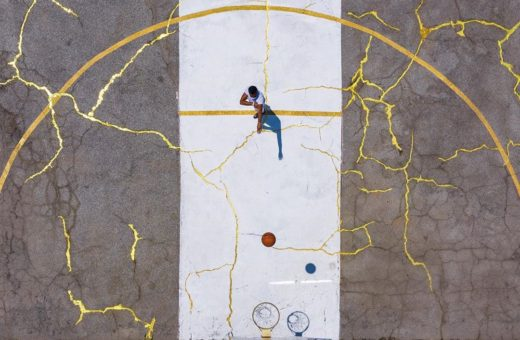 """Kintsugi Court"", the gold field redeveloped by Victor Solomon"