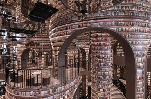 L'ultima libreria di X+Living, una foresta di specchi