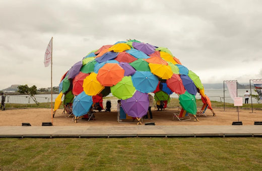 """Solaroca"", the installation of 110 umbrellas in Brazil"