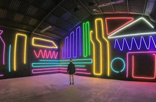 Interactive Neon Mural, l'opera cambia colore di Spidertag