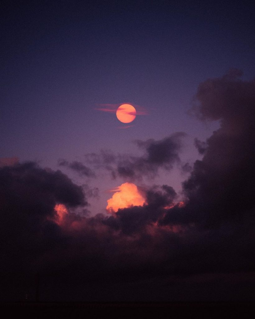 Luci e ombre negli scatti di Thatch Rchkm | Collater.al