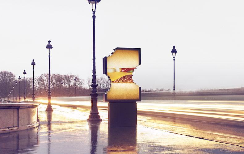 """""""Bitten Billboard"""", la nuova campagna di McDonald's in Francia"""
