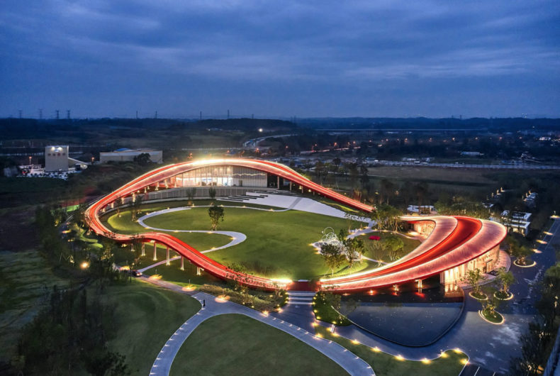 Loop of Wisdom, una pista da jogging fusa nell'architettura