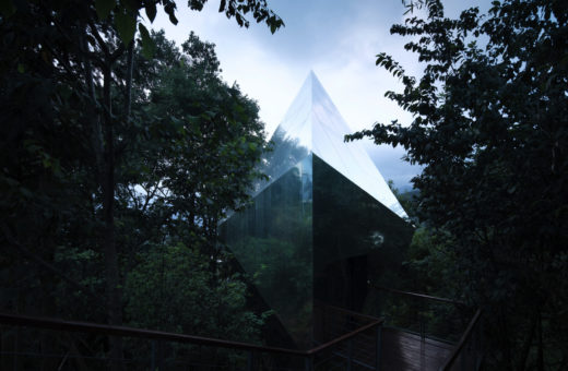 A complex of mirrored cabins hidden in the forest