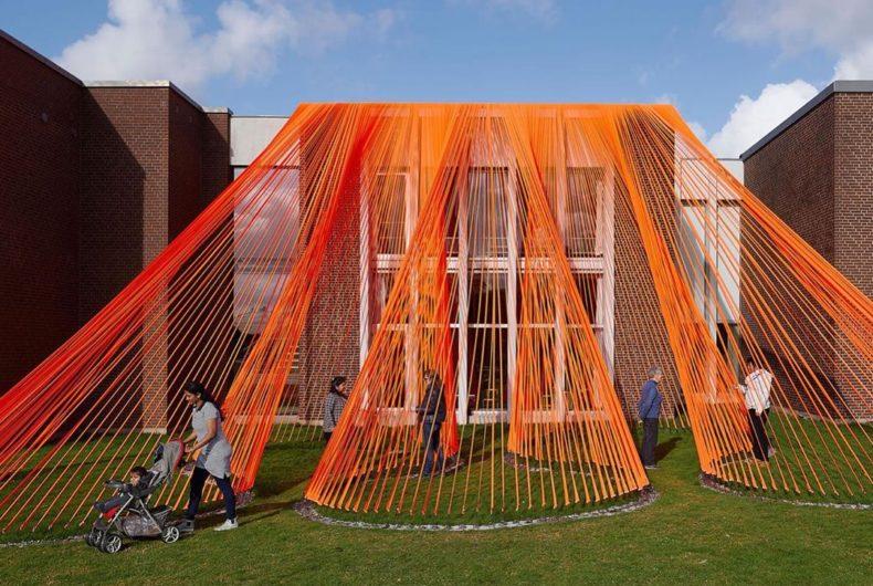 """Together apart"", l'installazione arancione di Behind ha studio"