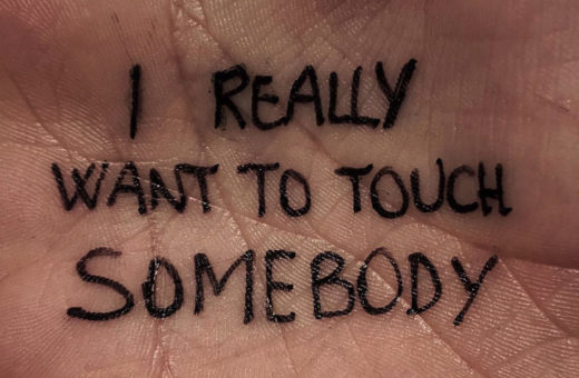 @pleasetalktomyhand, messages on hands by Alessandro Malossi