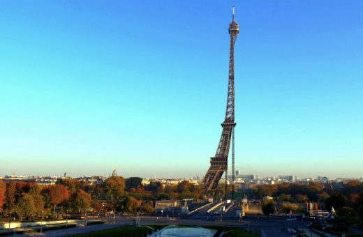 """Apparences"": what if Paris would be a giant film set?"