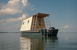La casa galleggiante progettata da Tamás Bene