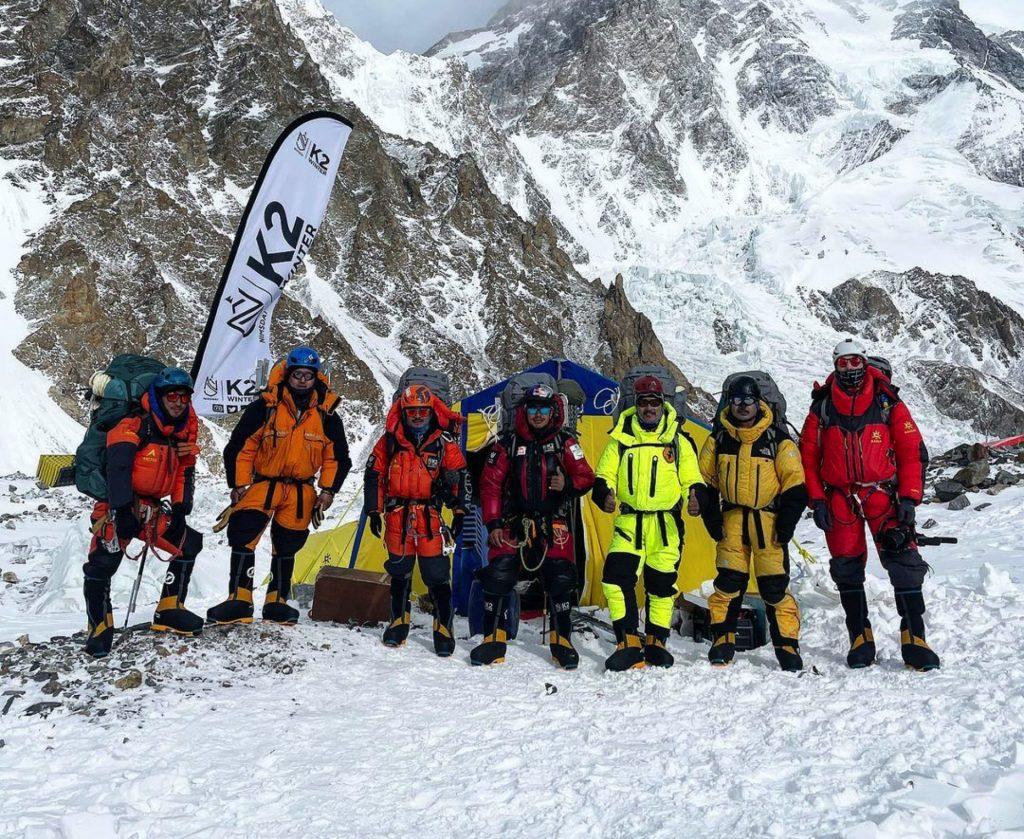 Save The Duck in cima al K2 con Mingma Tenzi | Collater.al