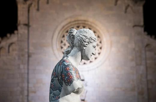 """Truly"", la mostra a Pietrasanta di Fabio Viale"