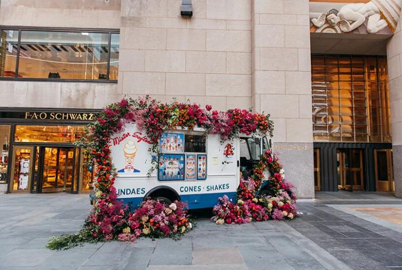 L'installazione floreale di Lewis Miller a New York