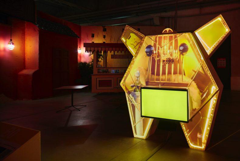 La mostra di Neïl Beloufa al Pirelli Hangar Bicocca