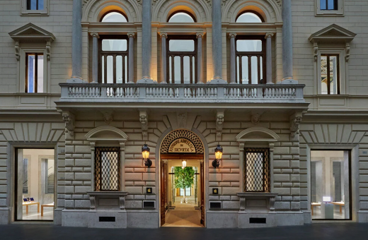 The new Apple store at Palazzo Marignoli, in the heart of Rome