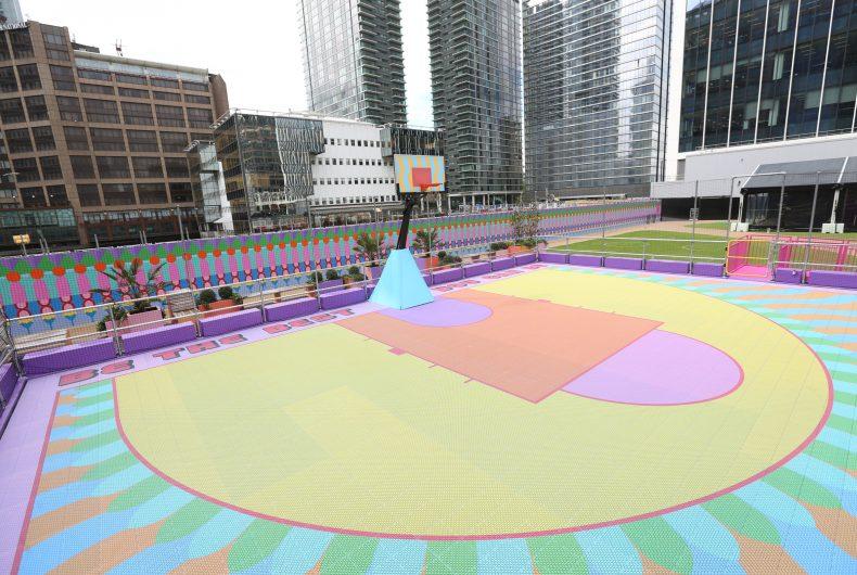 Il campo da basket a Londra firmato Yinka Ilori