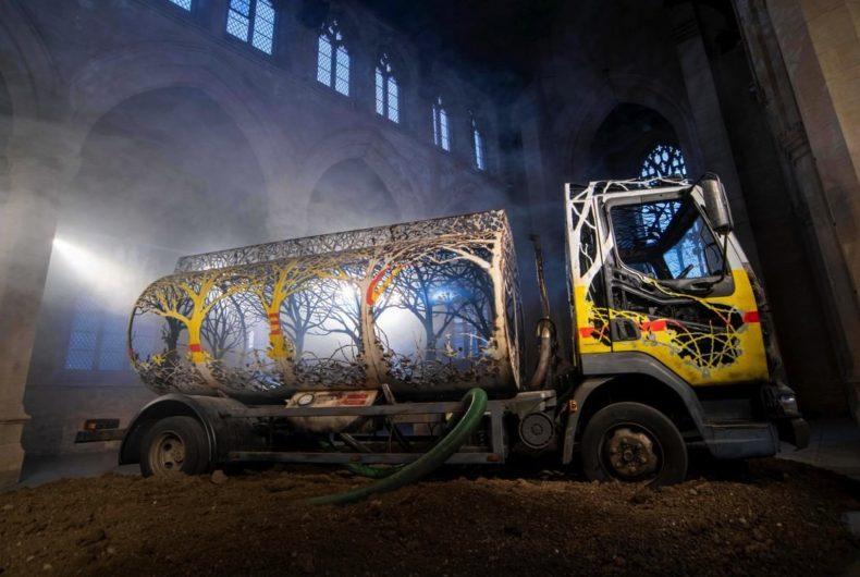 Il camion intagliato di Dan Rawlings nella chiesa di Scunthorpe