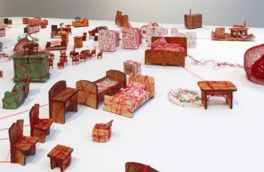 Living Inside: l'ambiente domestico secondo Chiharu Shiota