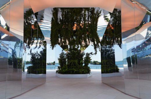 L'installazione specchiata di Doug Aitken per la sfilata di Saint Laurent