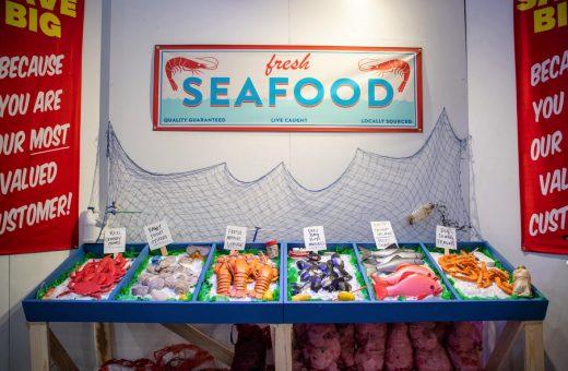 Solo cibo di plastica nel supermarket di Robin Frohardt