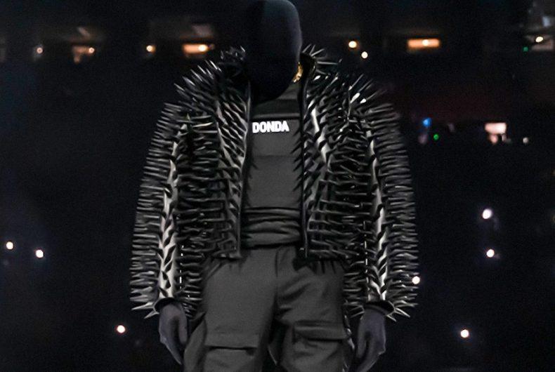 """Il merch di """"DONDA"""" realizzato da Balenciaga"""
