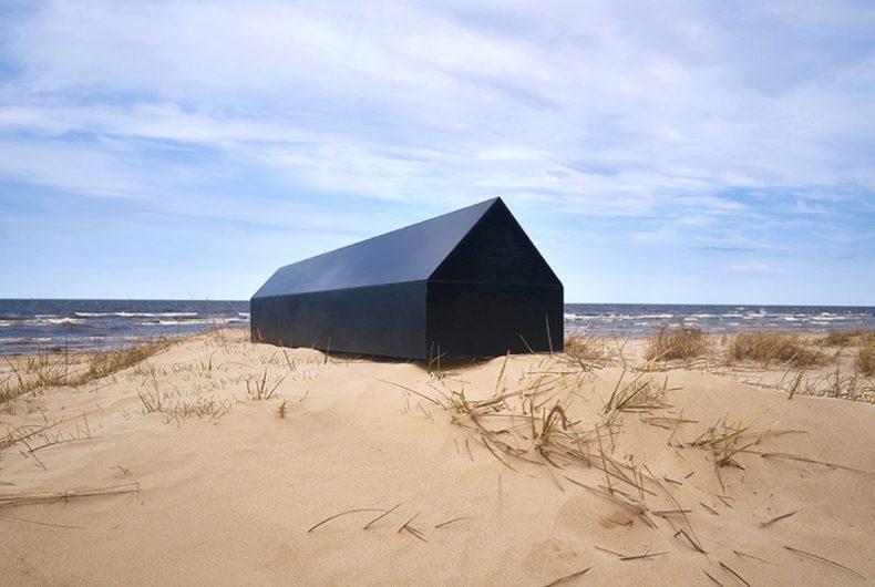 Lo studio NRJA ha progettato una bara per architetti a forma di casa