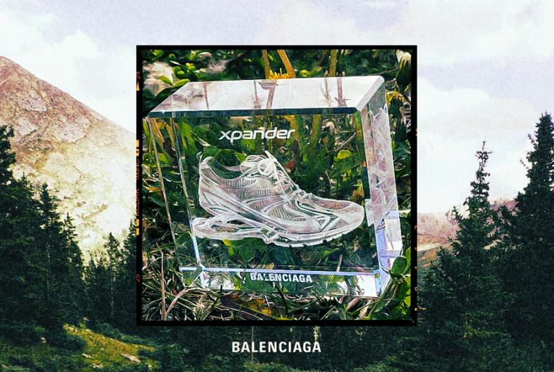 Le sneaker di Balenciaga incise nel cristallo