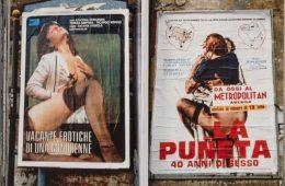 Foto di manifesti erotici nella Napoli degli anni '70