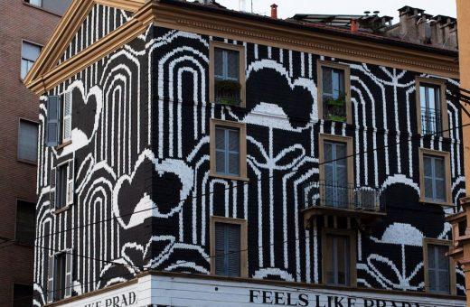Il primo flowery building wrap di Prada a Milano